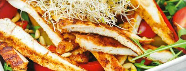 Maaltijdsalade met paprika en gegrilde kip - Gezond aan tafel - recept