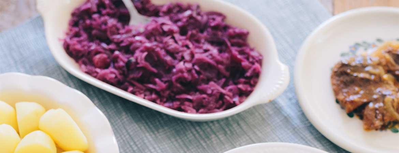 Rodekool met aardappels en stoofvlees