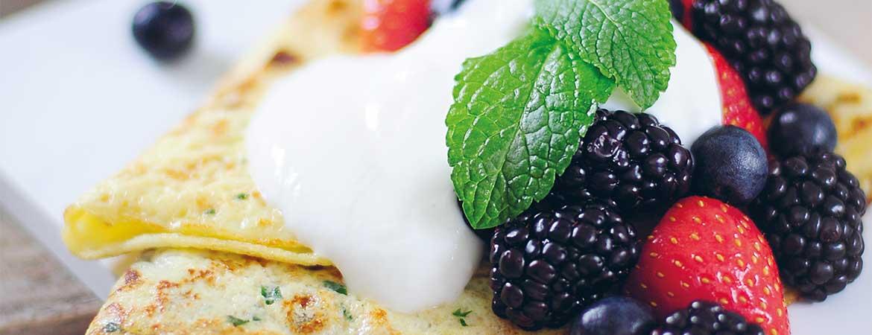 Omelet met rood fruit