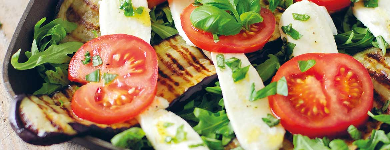 salade met gegrilde aubergine: lunch om je vingers bij op te eten