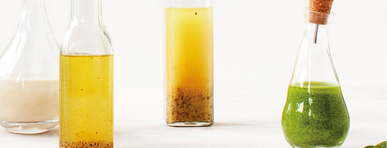 Vinaigrette met olijfolie, witte wijnazijn, mosterd en honing