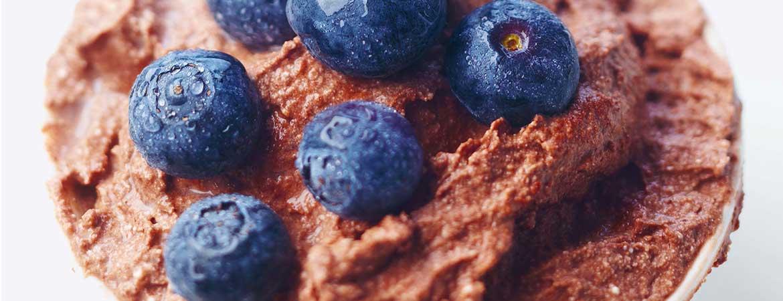 Chocolademousse met blauwe bessen