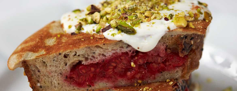Frambozenbroodjes met pistache van Jamie Oliver