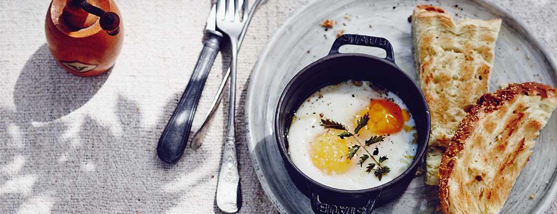 Eieren uit de oven met pimpernel, zeezout en olijfolie