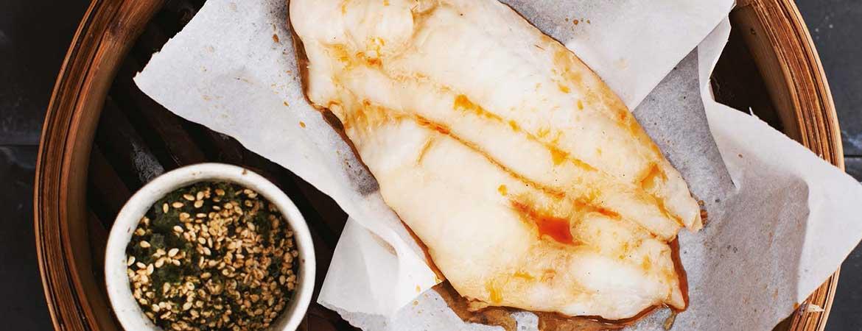 Gestoomde witvis filets met soja en sesamolie
