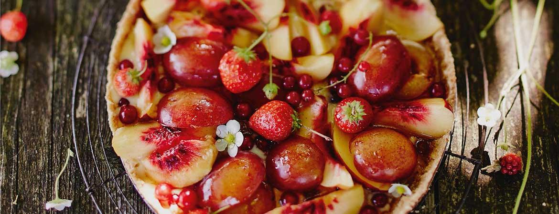 Taart van bastogne koeken, room en fruit