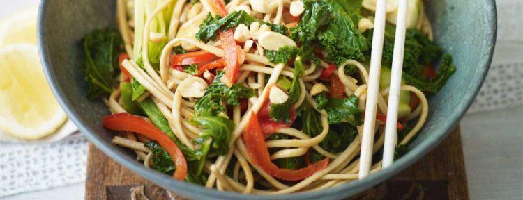 Udonnoedels met paksoi, champignons en boerenkool - Gezond aan tafel - recept