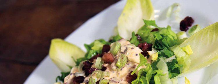 Andijviesalade met een lauwwarme ei-mosterd-spekjessaus - Gezond aan tafel - recept