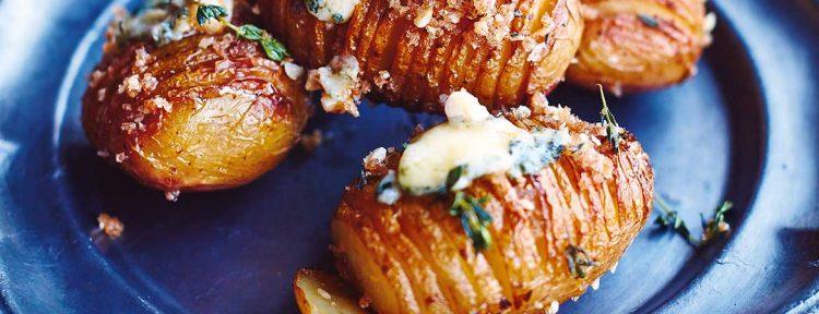 Hasselback aardappelen met kalkoenvet en blauwe kaas van Jamie Oliver - Gezond aan tafel - recept