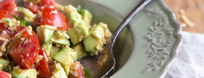 Salade avocado en oude kaas