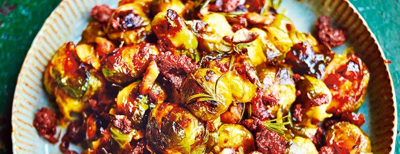 spruiten uit de oven, met chorizo & kastanjes van jamie oliver