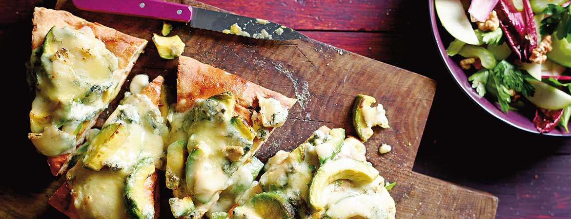 Turks brood met gegrilde avocado en gorgonzola