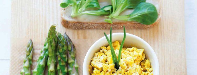 Scrambled tofu & geroosterde asperges - Gezond aan tafel - recept