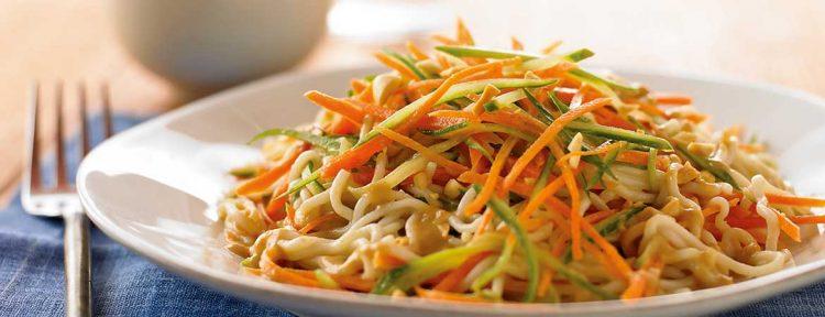 Thaise noedelsalade met pindasaus (Broodbuik) - Gezond aan tafel - recept