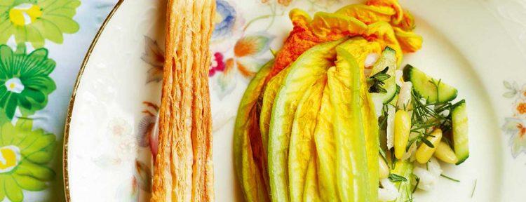Gevulde courgettebloemen met courgette, rijst en pijnboompitjes - Gezond aan tafel - recept
