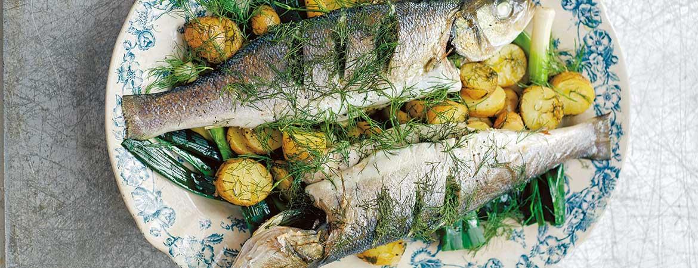 Zeebaars uit de oven met prei, aardappels, raki & dille