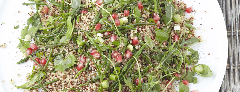 Quinoasalade met kruiden, zeekraal en granaatappel