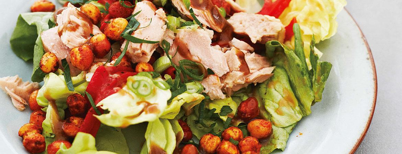 Salade met tonijn, pequillo pepers en Spaanse dressing
