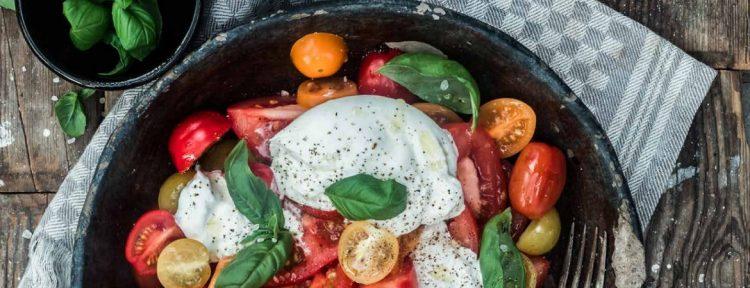 Salade met tomaten en burrata van Kim Feenstra en Bénine Bijleveld (Food Talk) - Gezond aan tafel - recept
