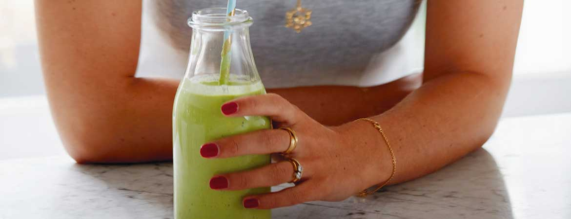 Smoothie met mango, limoen en boerenkool (Deliciously Ella)