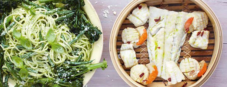 Pesto spaghetti met gestoomde vis en citroen van Jamie Oliver