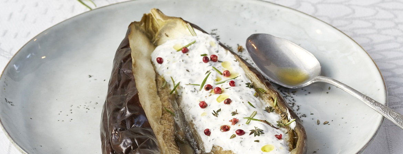 Gepofte aubergine met rozemarijn tijm kaas (Niven Kunz)