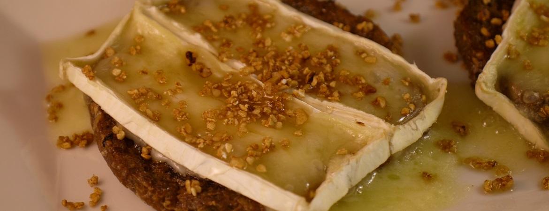Wentelteefjes met brie en honing