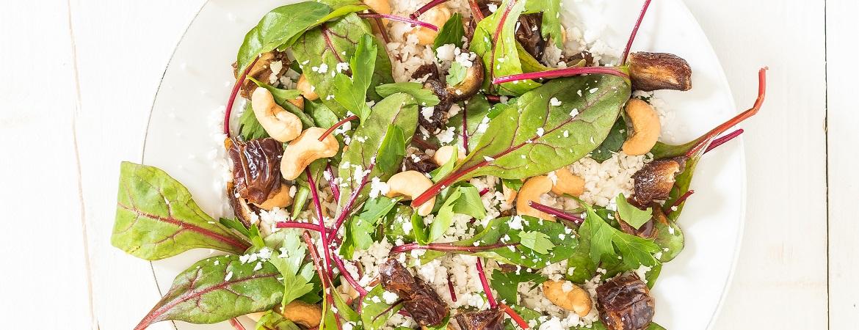 Bloemkoolsalade met dadels en cashewnoten