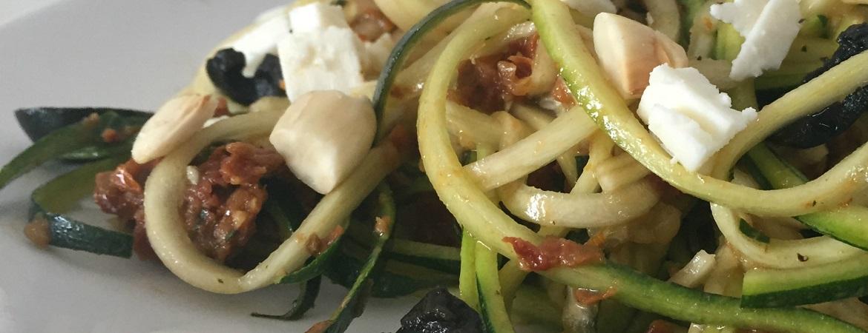 Courgettini met zongedroogde tomaten en feta