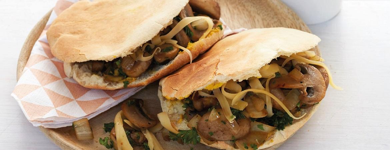 Pitabroodje met kaas en champignons