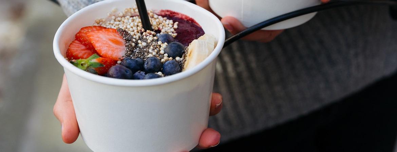 Vegan smoothie met bieten en aardbeien