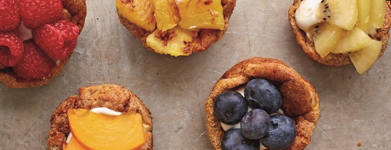 Speltpannenkoek muffins met kiwi, pruim & ananas