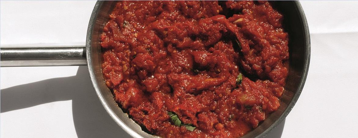 Tomatensaus (langzaam gegaard)