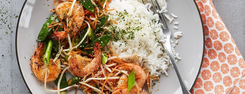 Aziatisch rijstgerecht met garnalen, shiitake en nori