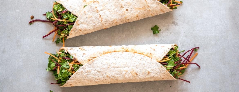 Lunchwraps met linzen, spinazie, boerenkool, wortel en biet