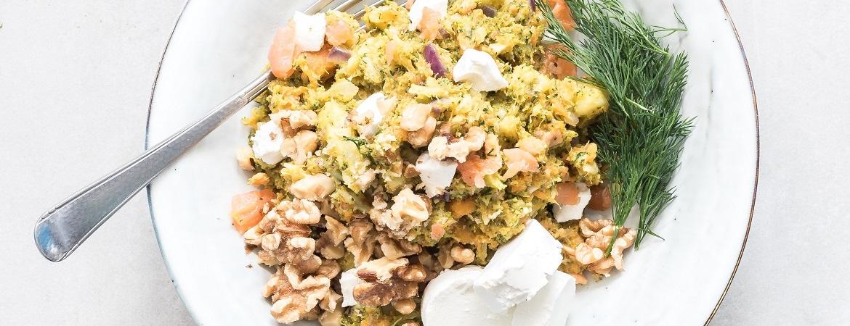 Stamppot broccoli-zoete aardappel met zalm, geitenkaas en walnoten