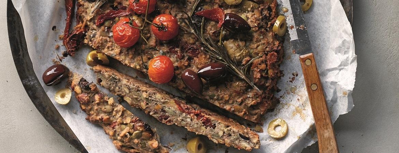 Olijven-notenbrood met zongedroogde tomaat en rozemarijn