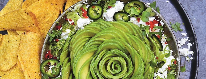 Tortillachips met guacamole van avocado en feta