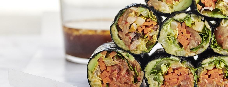 Norirolls met sla, wortel en kimchi