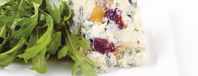 Blauwe kaas met vruchten