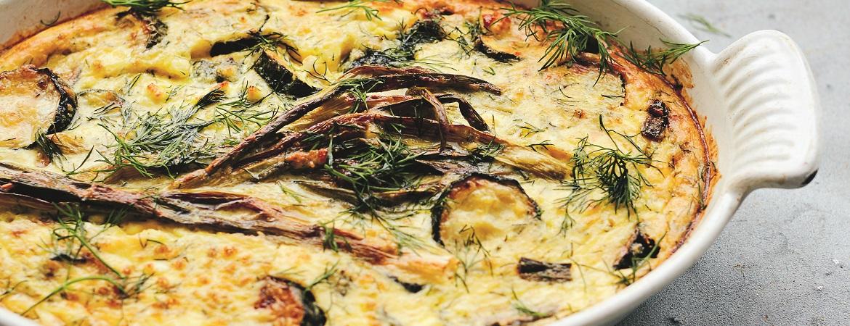 Griekse hartige taart met courgette, polenta, feta & dille