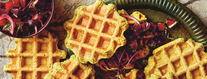 Falafelwafel met rode-bietensalade
