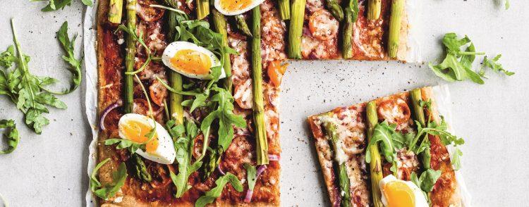 Volkorenplaatpizza met groene asperges - recept - Gezond aan tafel